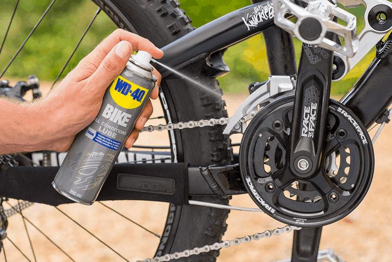 limpeza da bicicleta de montanha