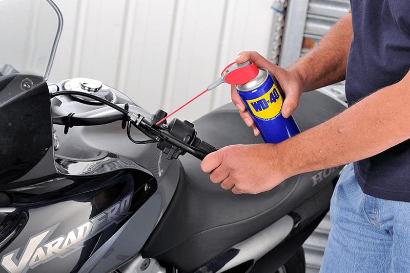 Limpeza dos travoes da moto - WD-40