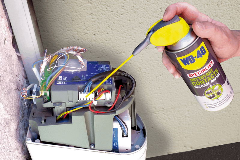Proteger contactos elétricos com WD-40