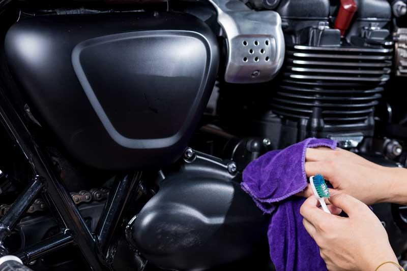 lavar motor da moto