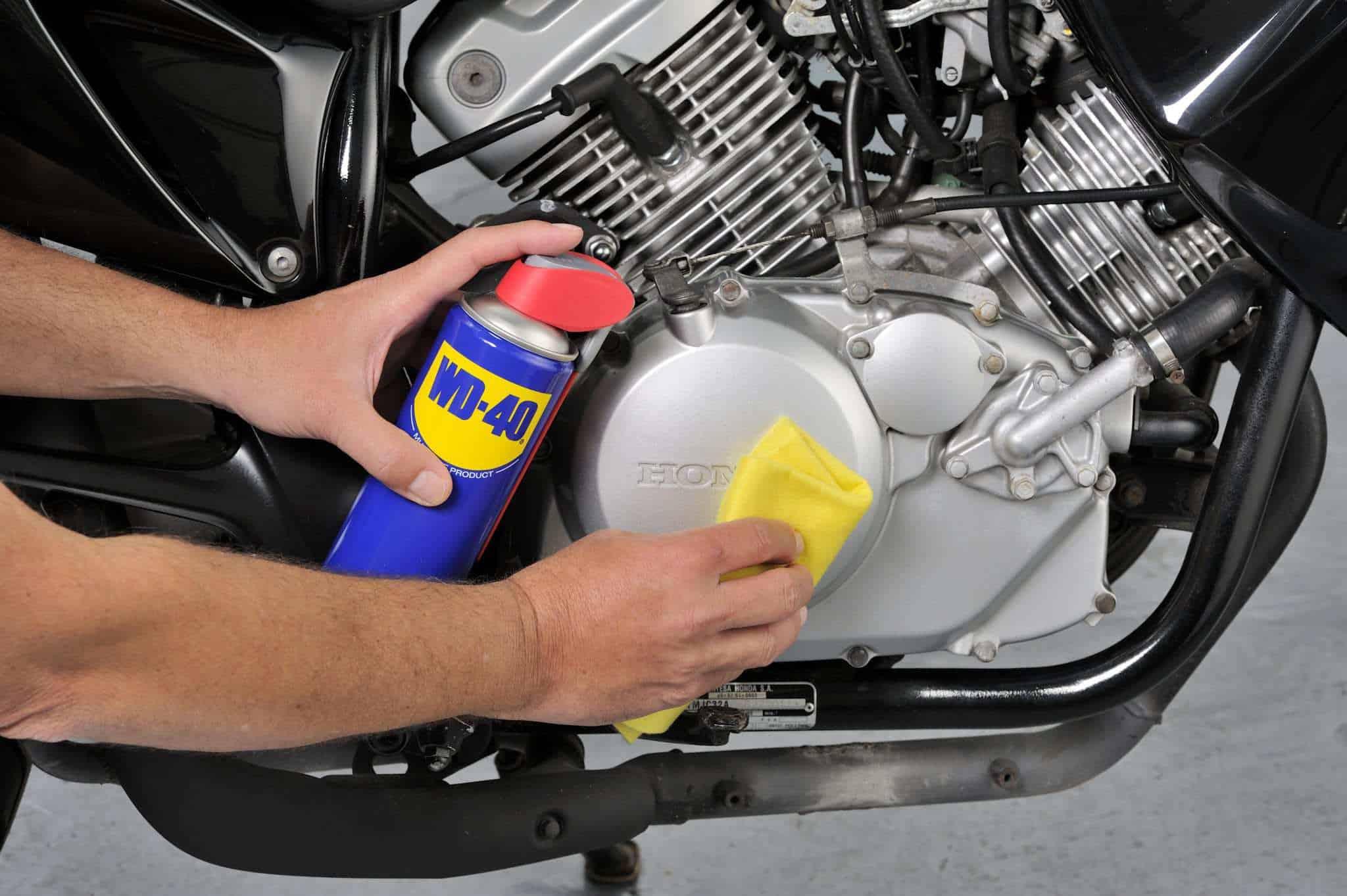conselhos para realizar a lavagem do motor da moto