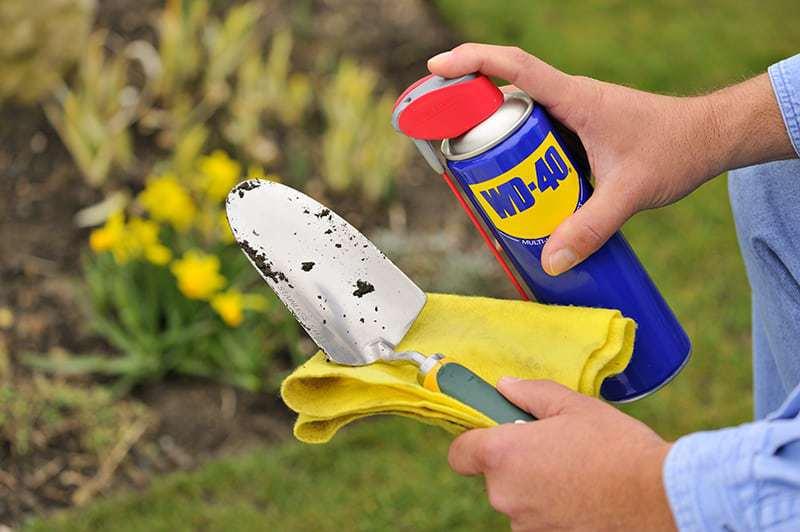 Como limpar ferramentas de jardinagem com WD-40
