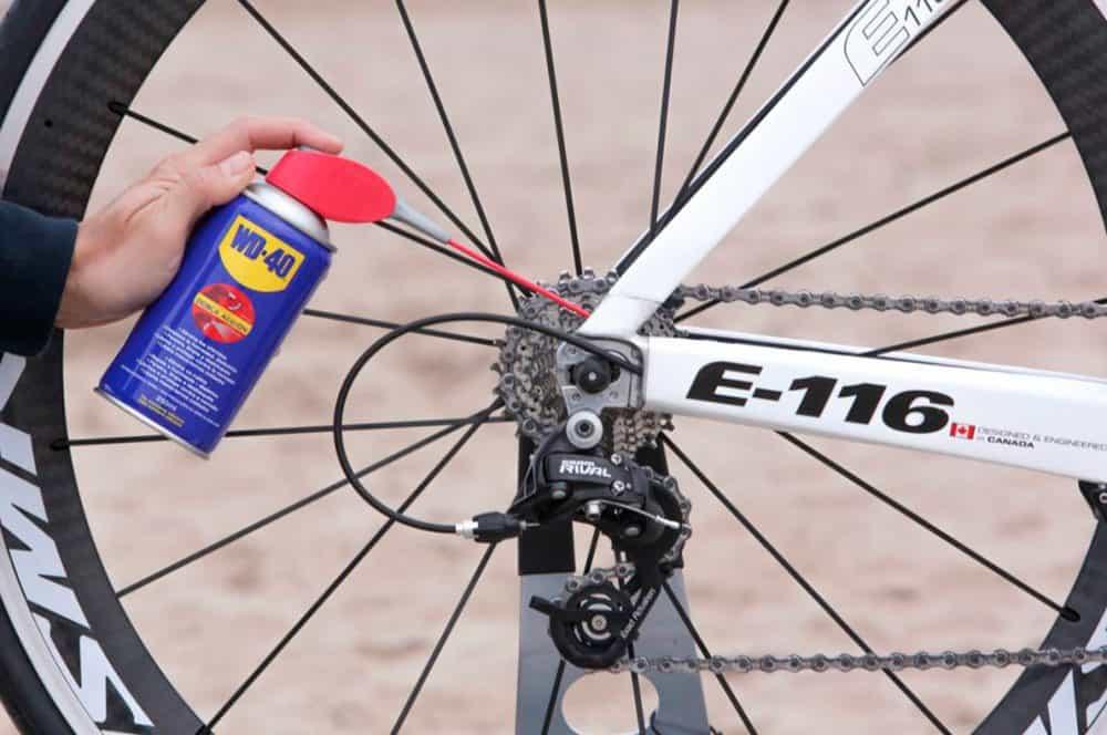 Lubrificação da corrente da bicicleta com WD-40