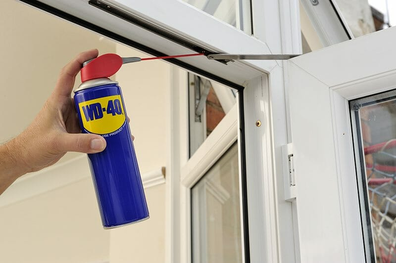 Usos do WD-40 para limpar a casa – Limpeza da sala