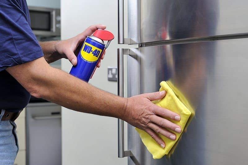 usos-wd-40-limpar-frigorifico